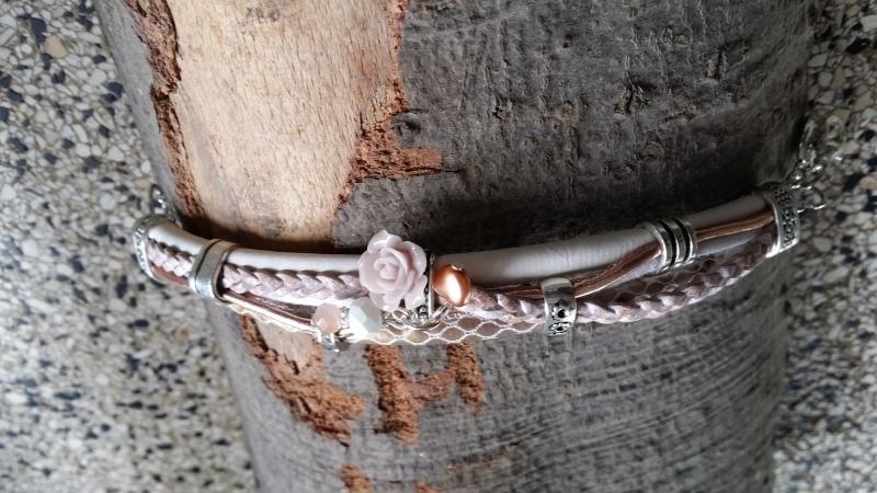 Armband leer  roze slang creme