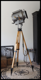 Net Binnen! VERWACHT! Industriële statief lamp! Grote stoere theaterlamp uit Rusland CCCP! 2 beschikbaar!