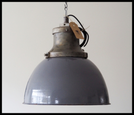"VERKOCHT!  Extreem zeldzame industriële lamp "" Industria Rotterdam"" , collectors item! (2 beschikbaar)"