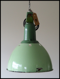 VERKOCHT! Lichtgroen industriële lamp CCCP model 7, bijzonder model. (meerdere beschikbaar)