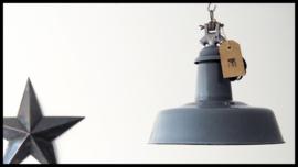 Grijs emaille industrielamp, supergave industriële look! prachtige kleur. Zeldzaam model!
