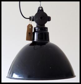 Industriële emaille lamp, DDR 42 . Middelgroot klassiek model