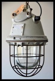 Verkocht! Zeldzame Industriële kooilamp DDR, grote bully. (nog 1 beschikbaar, laatste!)