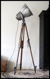 VERKOCHT! Stoere industriële Philips statief lamp! Zeer zeldzaam model!
