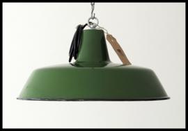 Mooie middelgrote industriële lamp in zeer mooie machinegroene  kleur (meerdere beschikbaar)