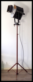 TOPSTUK! Industriële voormalig DDR statief lamp!  Zeldzaam model! (2 beschikbaar!)