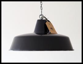 VERKOCHT! Mooie middelgrote zwarte industriële lamp  (meerdere beschikbaar)
