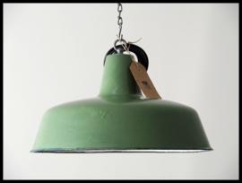 Mooie middelgrote groen industriële lamp (10 beschikbaar)