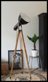 Prachtig stoere zwart industriële statief lamp. Bauhaus! (nog 1 beschikbaar)