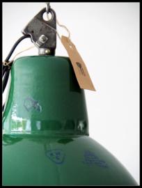 Grote stoere groen emaille industriële lamp. zeldzaam model (nog 1 beschikbaar)