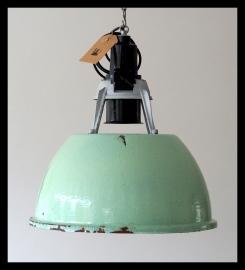 Lichtgroen industriële lamp CCCP, bijzonder model. (2 beschikbaar)