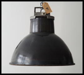 Stoere Franse emaille Mazda lamp.