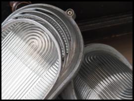 VERWACHT! (ca aug) Industriële wandlamp, plafondlamp korflamp CCCP