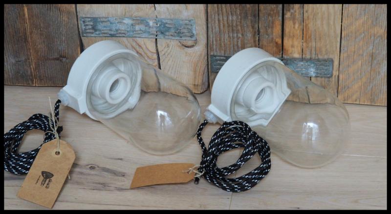 Industriële stallamp, porselein ophanging. (2 beschikbaar)
