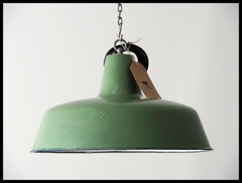 Mooie middelgrote groen industriële lamp (Optioneel: ketting