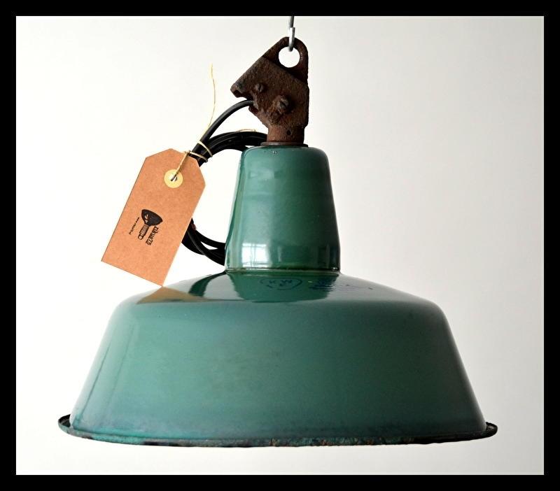 VERKOCHT! Groen emaille industrielamp, petrolgroen in stoer vintage staat! (nog 2 beschikbaar)