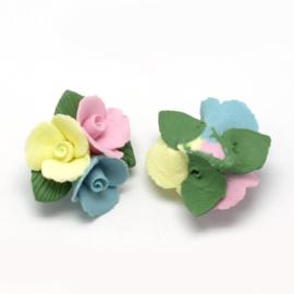 Porceleinen bloemkraal blauw-geel-roze