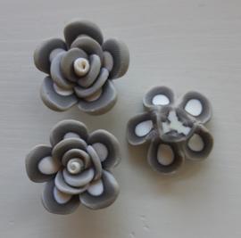 Rooskraal van fimoklei wit - grijs