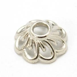 Kralenkapje bloem in zilverkleur, 15 stuks