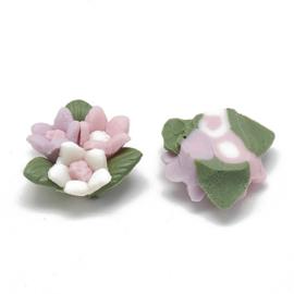 Porceleinen cabochon 3 bloemetjes roze, wit