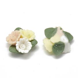 Porceleinen cabochon 3 bloemetjes wit, geel, beige