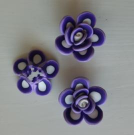 Rooskraal van fimoklei wit - donker lila