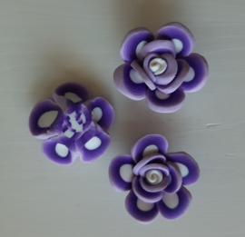 Rooskraal van fimoklei wit - licht lila