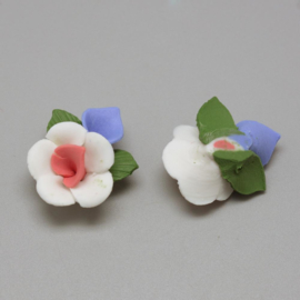 Porceleinen bloemkraal wit-roze-blauw