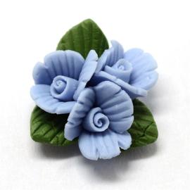 Porceleinen cabochon 3 bloemetjes blauw