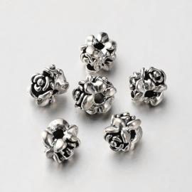 Metalen kraal rondel met bloemtjes