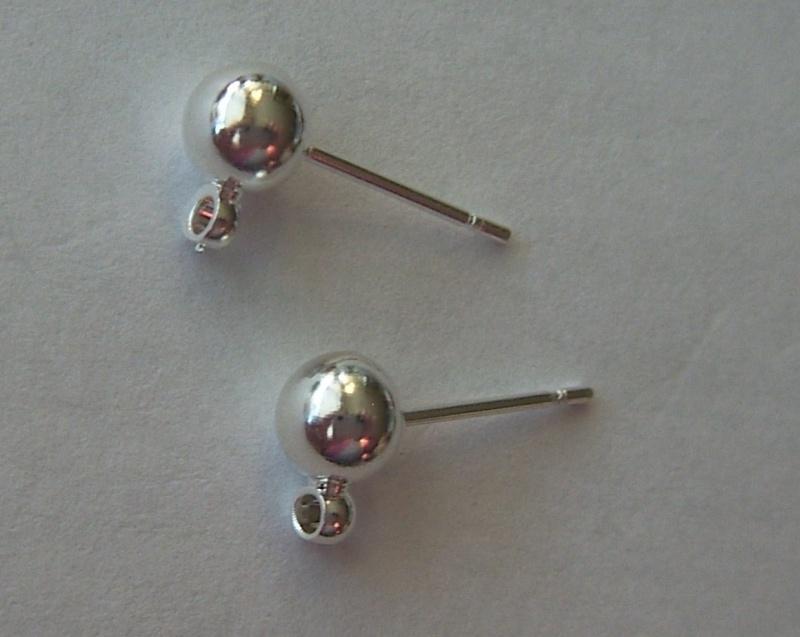 Metalen oorstekers met bevestigingsoogje