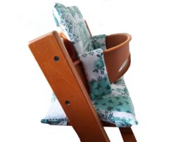 kussen / stoelverkleiner stokke tripp trapp mint groen met bloemetjes en vlinders