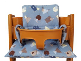 kussen / stoelverkleiner stokke tripp trapp blauw met diertjes