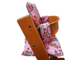 kussen / stoelverkleiner stokke tripp trapp lichtroze daisy flower