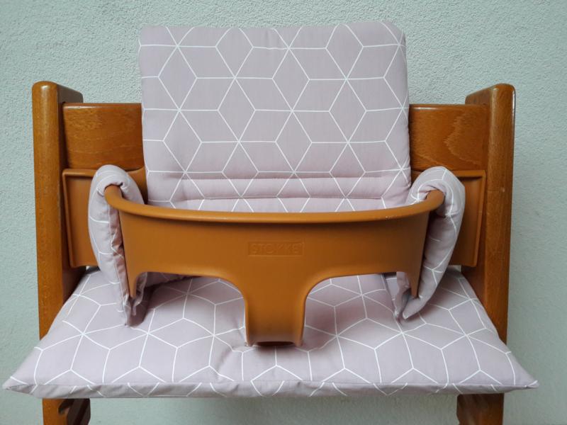 kussen / stoelverkleiner stokke tripp trapp  roze geo