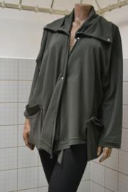 Boris Vest 1018. Kraag met loshangende zakken Groen. Ook in camel, bordeaux, cobalt, room wit en zwart/bordeaux streep