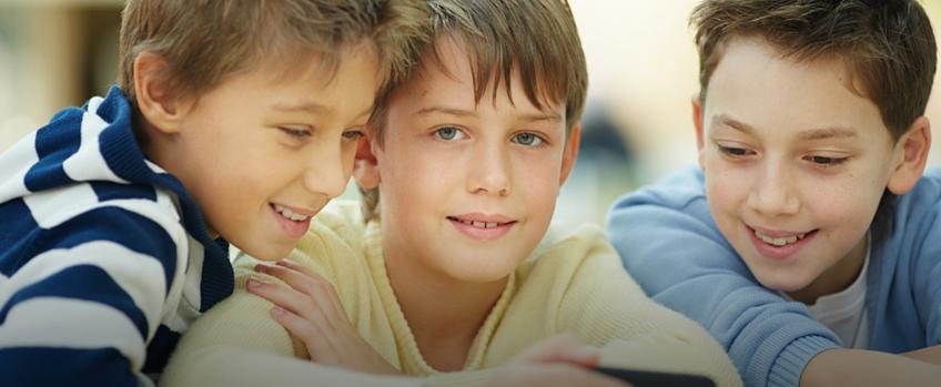 Kind met 2 vrienden - Balans voor Kinderen