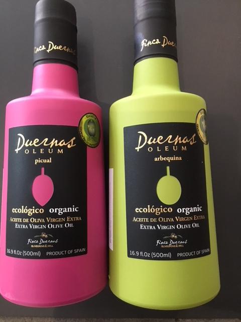 Extra virgine, biologische olijfolie Picual (roze fles) of Aberquina (groene fles)