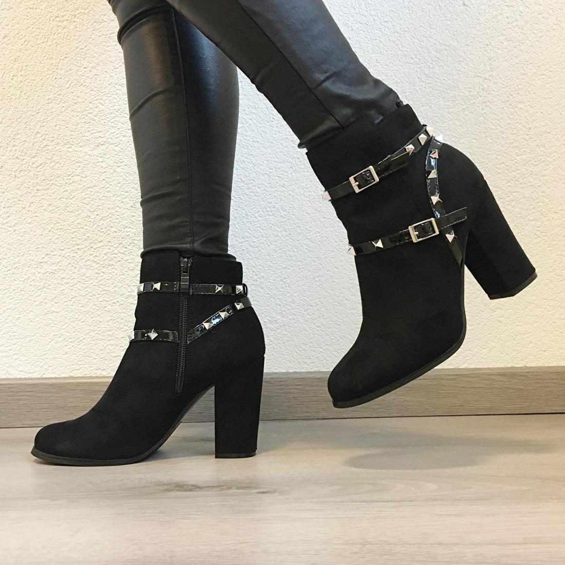 https://www.byminettes.nl/a-49598414/schoenen/studded-heels/