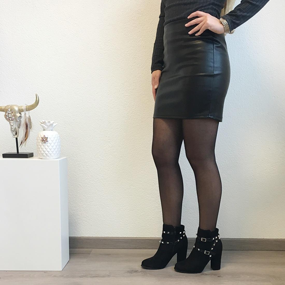 https://www.byminettes.nl/a-48961944/jurken-rokken/leatherlook-skirt/