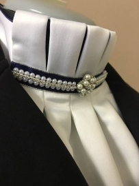Caverneplooi plastron cluster pearl & strass in blue