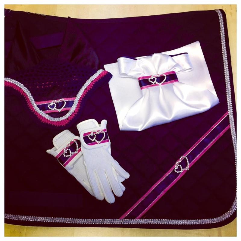 Fenna, leuke kinderset bestaande uit sjabrak, plastron ,oornet en handschoenen,