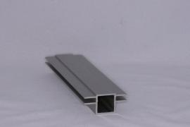 45 V 2 Aluminium koker met 2 profielen 4,5 mm. vlak. Lengte 99 cm.