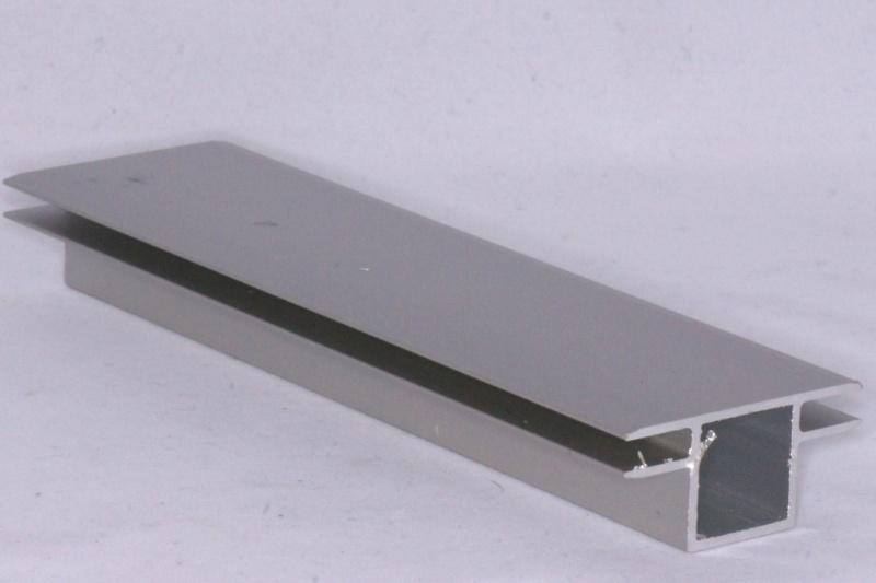 4 V 2 Aluminium koker met 2 profielen 4 mm. vlak. Lengte 199 cm.