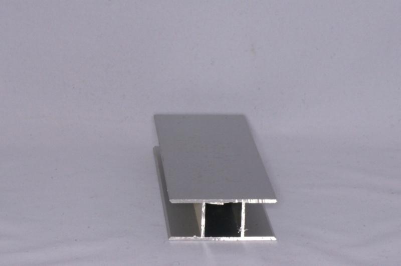 16 V 2 Aluminium koker met 2 profielen 16 mm. vlak. Lengte 199 cm.