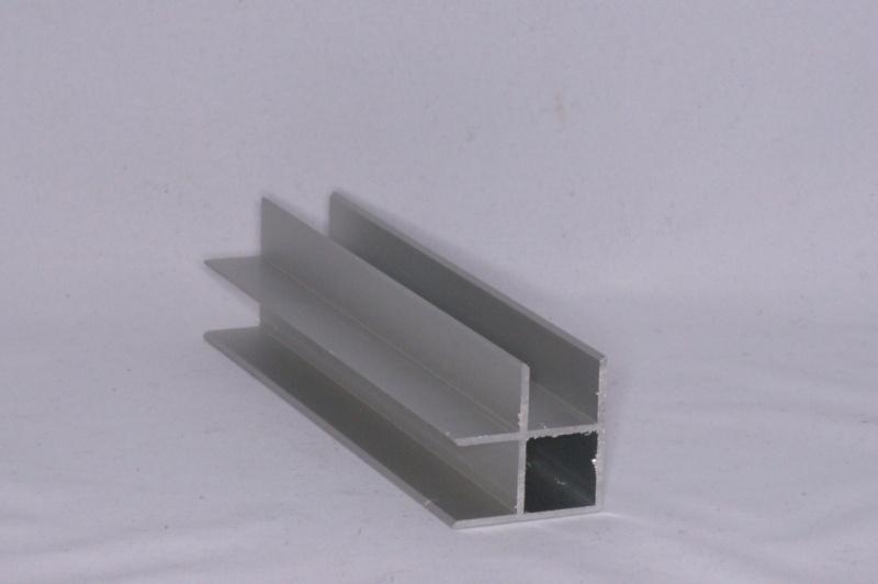 16 H 2 Aluminium koker met 2 profielen 16 mm. haaks. Lengte 199 cm.