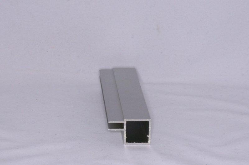 45 E 1 Aluminium koker met 1 profiel 4,5mm. Lengte 99 cm.