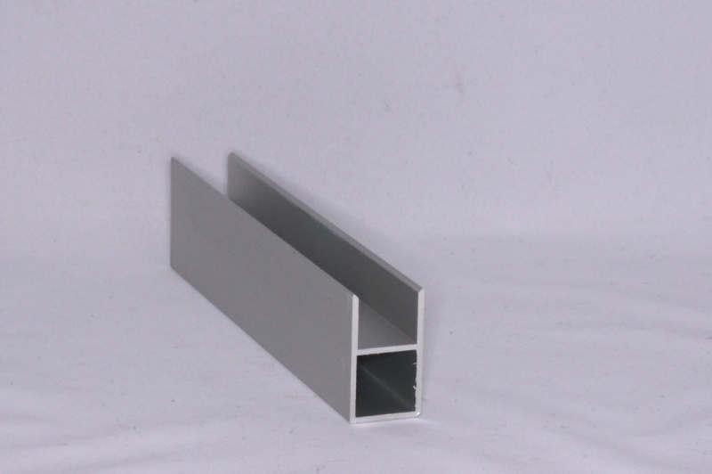 16 E 1 Aluminium koker met 1 profiel 16 mm. Lengte 199 cm.