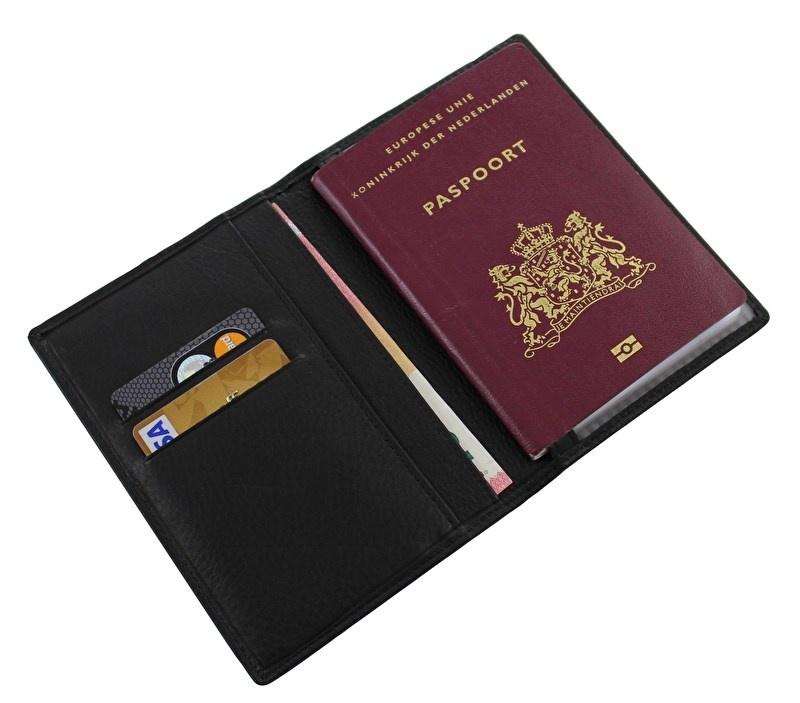 Paspoort etui met anti skim voering.