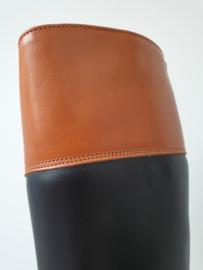 Model Concours in zwart kalfsleer met bruine rand